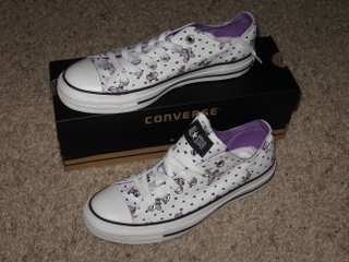 Went to DSW at lunch and bought the coolest Converse EVER! Yes, those are purple butterflies. :)